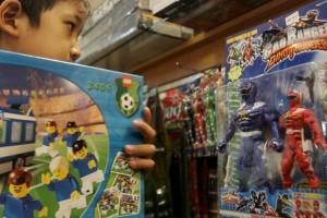 Προς γονείς: Όχι πολλά παιχνίδια στα παιδιά - Τους στερούν τη δημιουργικότητα