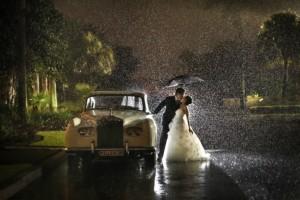Η Φωτογραφία της ημέρας: Ένας γάμος στην... βροχή!