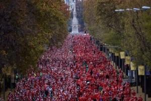 Απίθανο βίντεο: 7.000 Άγιοι Βασίληδες στον πιο πρωτότυπο αγώνα δρόμου!