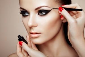 Κορίτσια δώστε βάση: Αυτό είναι το λάθος στο μακιγιάζ που σας μεγαλώνει!