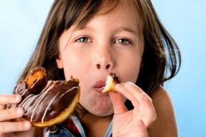 Γονείς σας αφορά: Τι να κάνετε για να μην φάνε πολλά γλυκά τα παιδιά τις γιορτές!
