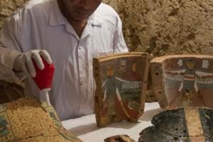 Αρχαιολόγοι ανακάλυψαν μούμια σε ανεξερεύνητο τάφο στο Λούξορ!