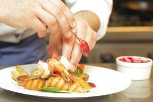 Τις φετινές γιορτές νοικιάζουμε προσωπικό μάγειρα για το εορταστικό τραπέζι! Μάθε γιατί!