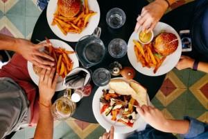 Δες τι παθαίνει το σώμα σου όταν τρως γρήγορα!