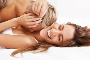 Οι ερευνητές αποκαλύπτουν με ποιον άνδρα φαντασιώνονται οι γυναίκες ότι απατούν τον σύντροφό τους!