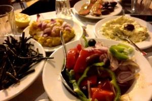Το «μυστικό» ταβερνείο του Ψυρρή που τρως με 3,5 ευρώ!
