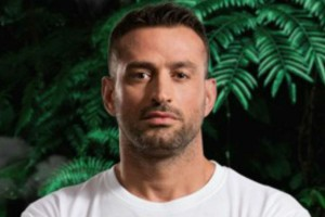 Nomads: Ο Γιώργος Κατσινόπουλος έγινε…γλόμπος και το Twitter τον «γλέντησε» κανονικά!