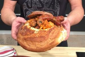 Η συνταγή της ημέρας: Φασόλια πλακί μέσα σε... αφράτο καρβέλι!