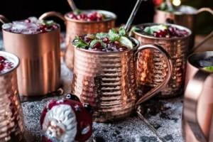 Χριστουγεννιάτικο ποτό με βότκα και ρόδι για να εντυπωσιάσετε τους καλεσμένους σας!