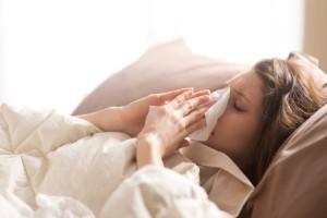Μια έρευνα που θα σε προβληματίσει: Μήπως η γρίπη μπορεί να μεταδοθεί μόνο με την αναπνοή τελικά;