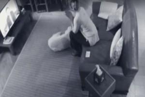 Έβαλε κρυφές κάμερες στο σπίτι για να κατασκοπεύσει τη γυναίκα του! Που να φανταζόταν όμως ότι θα την έβλεπε να... (video)