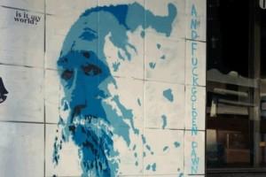 Απίστευτο γκράφιτι στο κέντρο της Αθήνας για τον Τζίμη Πανούση!