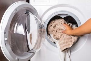 Εύκολα και πρακτικά tips για να εξαφανίσετε τα βακτήρια και τους μύκητες από τα πλυντήρια