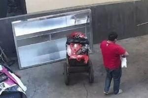 Φρίκη και αποτροπιασμός: Πα-τέρας πέταξε την νεογέννητη κόρη του στα σκουπίδια! (Video)