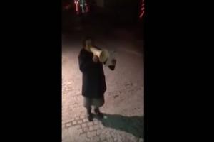 Η γιαγιά - viral: πήρε την ντουντούκα και κάλεσε τους συγχωριανούς στο συλλαλητήριο για τη Μακεδονία! (video)