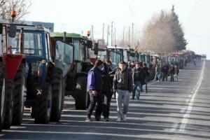 Έτοιμα τα πρώτα μπλόκα! - «Ζεσταίνουν» τα τρακτέρ τους οι αγρότες της Λάρισας