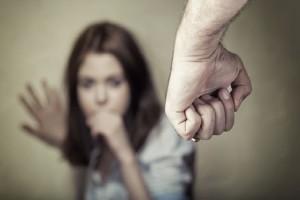 Κορίτσια δώστε βάση: 10 σημάδια ότι ο σύντροφός σας μπορεί να σηκώσει χέρι