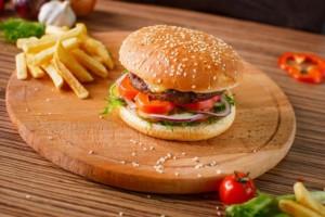 Δεν πρέπει να ξαναφάς σε ξύλινο πιάτο εστιατορίου! Δες τι μπορεί να πάθεις!