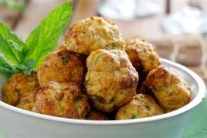 Η συνταγή της ημέρας: Νόστιμα και αφράτα κεφτεδάκια με κιμά κοτόπουλου! (Video)
