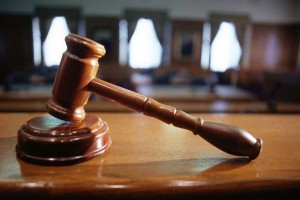 Τι άλλο θα ακούσουμε; Δικαστής απαίτησε να αθωωθεί μητέρα με βαριές κατηγορίες επειδή του το ζήτησε ο… Θεός!