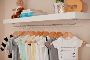 Ένα πρακτικό κόλπο για να μην γλιστράνε τα ρούχα σου από τις κρεμάστρες!