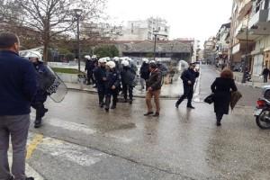 Αγρίνιο: Ένταση και χημικά «έπεσαν» στην πορεία οπαδών του Σώρρα