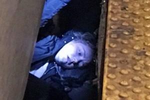 """Σοκ στο Μπρούκλιν: """"Πάγωσαν"""" όλοι με αυτό που αντίκρισαν κάτω από τον συρμό του Μετρό! (photos)"""