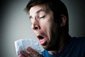 Φρίκη: Έσπασε τον λαιμό του στην προσπάθεια του να «πνίξει» ένα φτέρνισμα!