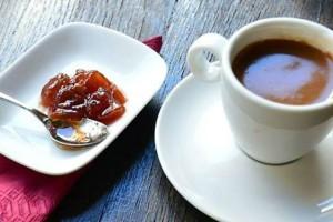 Θέλεις να μάθεις το μέλλον σου; Αυτά είναι τα μαγαζιά στην Αθήνα που σου λένε τον καφέ!