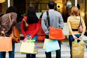 Ανοικτά τα καταστήματα σήμερα - Ποιες ώρες θα λειτουργήσουν;