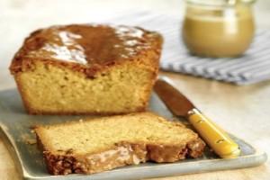 Ένα γρήγορο και εύκολο γλυκό: Κέικ πορτοκαλιού με ταχίνι και ξηρούς καρπούς