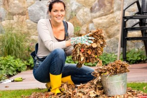 Ένα εύκολο και γρήγορο κόλπο για να καθαρίσεις γρήγορα τα φύλλα από το μπαλκόνι σου! (Video)