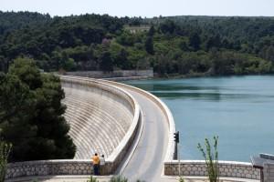 """Σεισμός στην Αττική: Το """"μυστικό"""" κρύβεται στο νερά της λίμνης του Μαραθώνα; Τι συμβαίνει;"""
