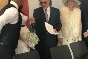 Ο Ηλίας Ψινάκης πάντρεψε τον Ησαΐα Ματιάμπα! (βίντεο)