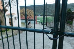 Μυτιλήνη: Σε μια… ατελείωτη φυλακή έχει μετατραπεί η Μόρια! - Λουκέτα και κάγκελα παντού βάζουν οι κάτοικοι! (Photo)