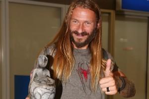 Θα πάθετε πλάκα: Δείτε τον Κωνσταντίνο Οροκλό του Nomads με κοντά μαλλιά! (Photo)