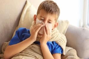 Γονείς δώστε βάση: Αυτό είναι το λάθος που κάνετε όταν αρρωσταίνουν τα παιδιά σας