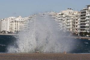 Μεγάλες καταστροφές στην Θεσσαλονίκη: Οι δυνατοί άνεμοι ξήλωσαν στέγη νηπιαγωγείου! (Video)