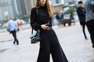 Η απόλυτη τάση της σεζόν βάζει χρώμα στο total black σύνολο σου!