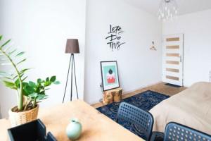 Αυτό το τραπεζάκι από το ΙΚΕΑ είναι φτηνό και ιδανικό για κάθε  χώρο του σπιτιού!