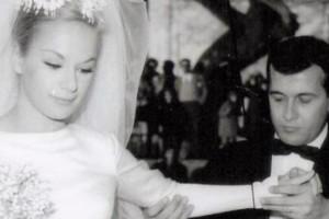 Σαν σήμερα 18 Ιανουαρίου 1965 ο γάμος της Αλίκης  Βουγιουκλάκη και του Δημήτρη Παπαμιχαήλ! Το Givenchy νυφικό από τη... Νίτσα και το ξύλο (Photos)