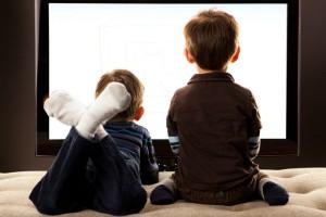 Απίστευτο! Τι αποκαλύπτουν για τις οικογένειες οι τηλεοπτικές συνήθειες των παιδιών