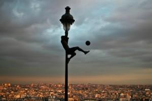 Η Φωτογραφία της Ημέρας: Παίζοντας μπάλα από ψηλά!