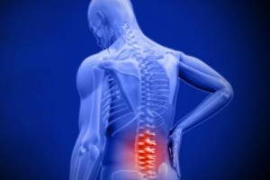 Πόνος χαμηλά στην πλάτη: Αίτια, ανάλυση και ποιες κινήσεις θα σας ανακουφίσουν (video)