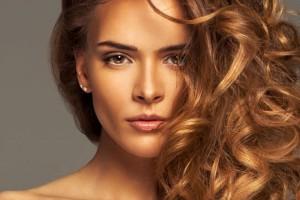 Θες τέλεια μαλλιά το πρωί; Δες τα 5 πράγματα που πρέπει να κάνεις πριν πέσεις για ύπνο
