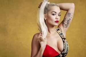 Rita Ora: Μόνο με τα εσώρουχα στο αεροπλάνο της εν πτήσει για Μιλάνο!