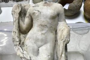 Εντυπωσιακά ευρήματα: Βρέθηκε ακέφαλο άγαλμα της Αφροδίτης στα έργα του μετρό Θεσσαλονίκης!