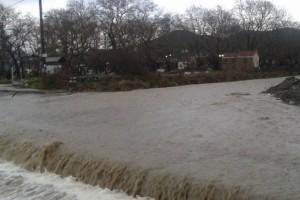 Λάρισα: Πλημμύρισαν σπίτια από την ισχυρή βροχόπτωση (Photos)