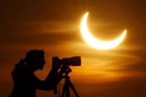 Μερική έκλειψη ηλίου: Μήπως ανήκεις και εσύ στα  ζώδια που θα επηρεαστούν;