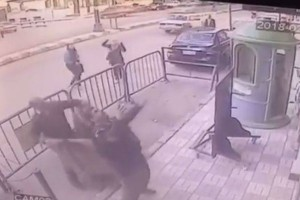 Αστυνομικοί σώζουν παιδί που πέφτει από τον τρίτο όροφο κτηρίου!